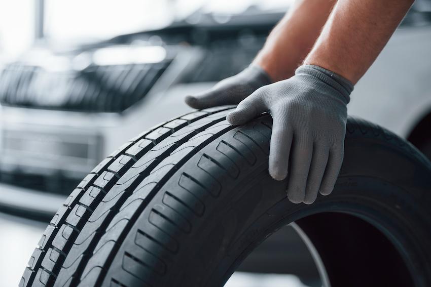 Los neumáticos aumentaron un 145% en un año